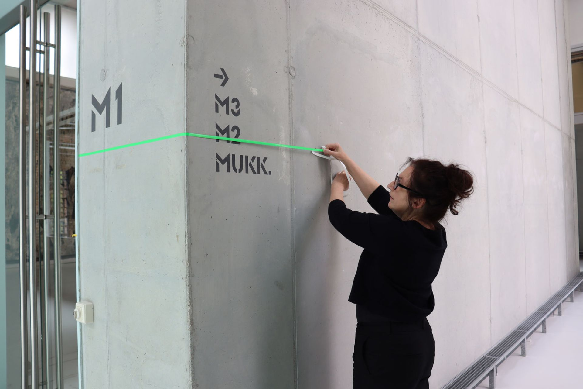 The Brandenburg museum's director Ulrike Kremeier working out social distancing measures © Blmk