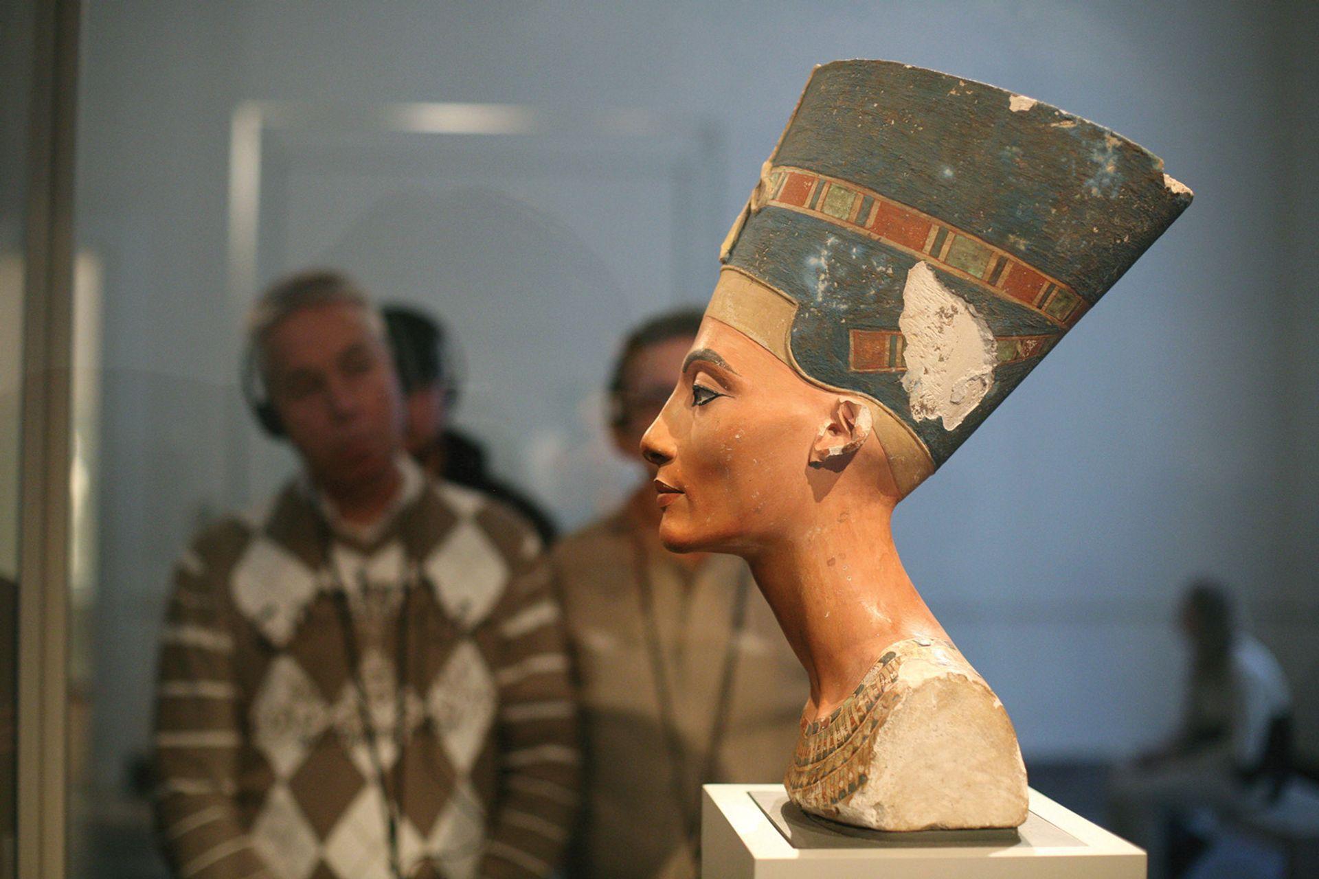 The Nefertiti painted limestone bust (1345BC) Vladimir Pomortzeff/Alamy Stock Photo