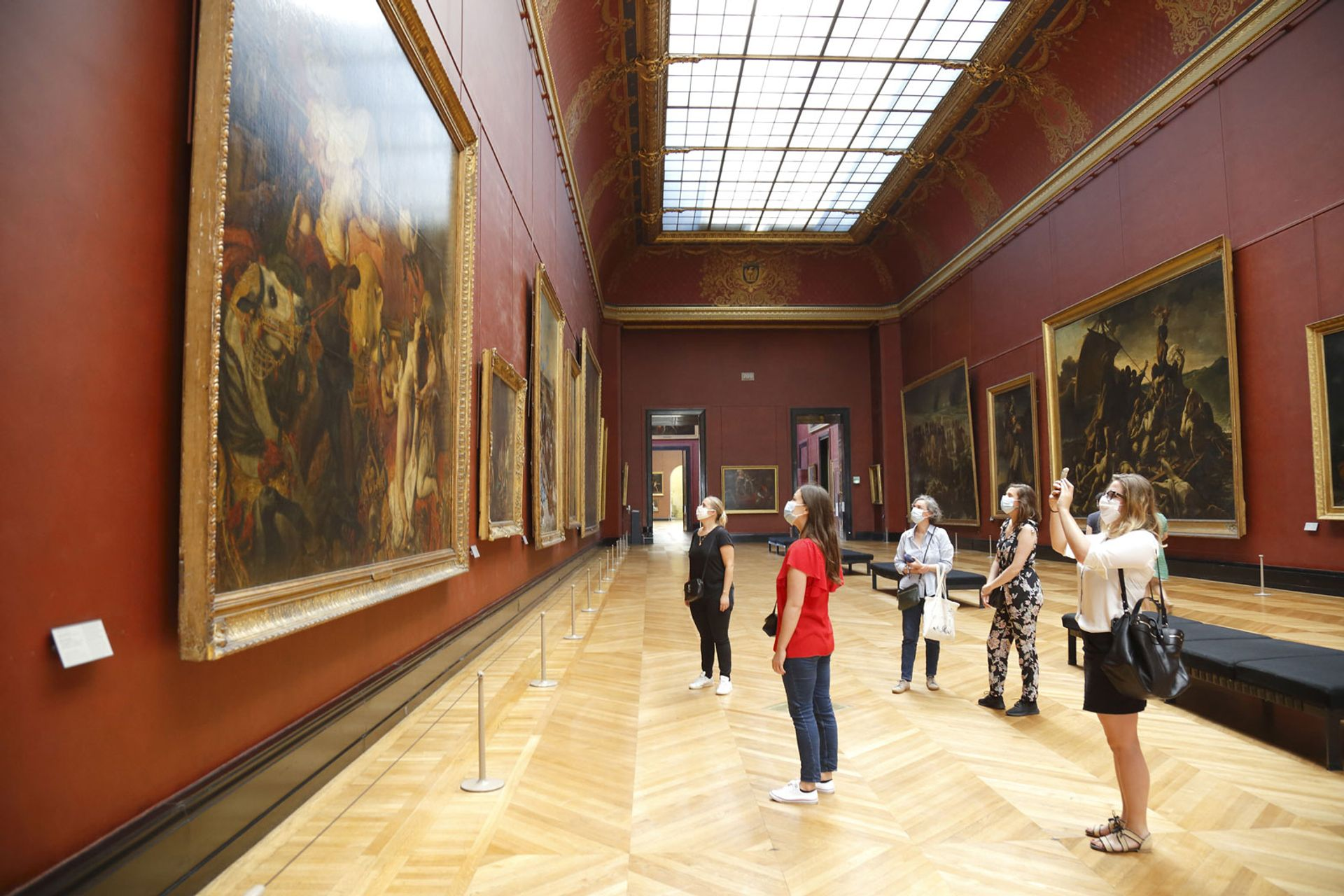Visitors in the Musée du Louvre in 2020 © Antoine Mongodin