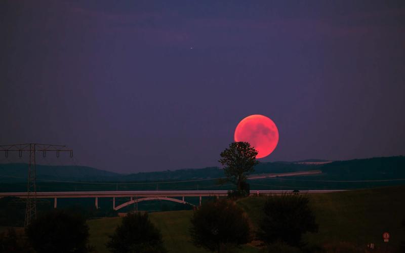 Vollmond Schlaf roter Mond Brücke Landschaft