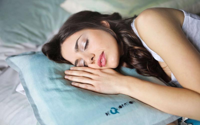 Schlafmythen Frau schlafend