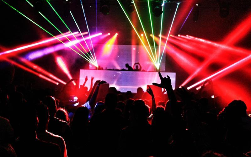 Club mit Tanzenden