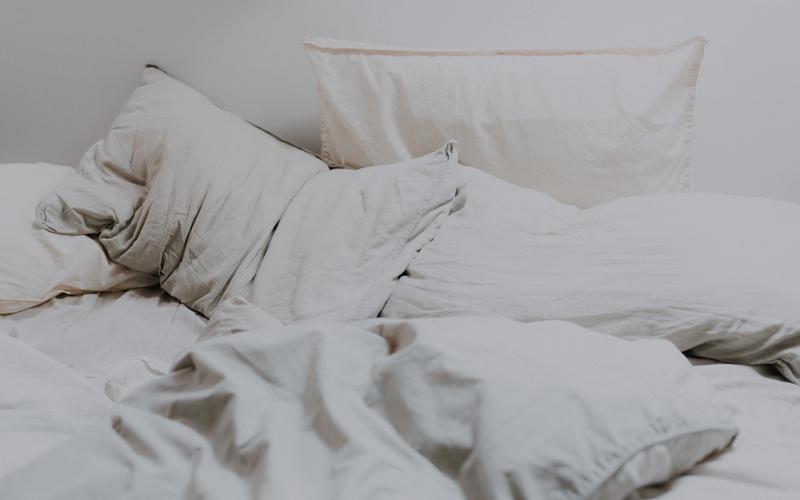 Bettwäsche auf einem Bett