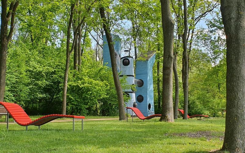 Klettertürme im Park