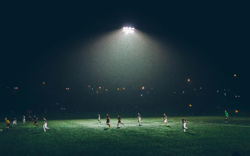 Fußballfeld nachts polyphasisches Schlafen