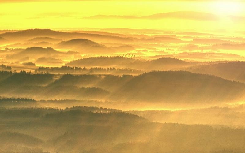 Landschaft in gelbem Licht