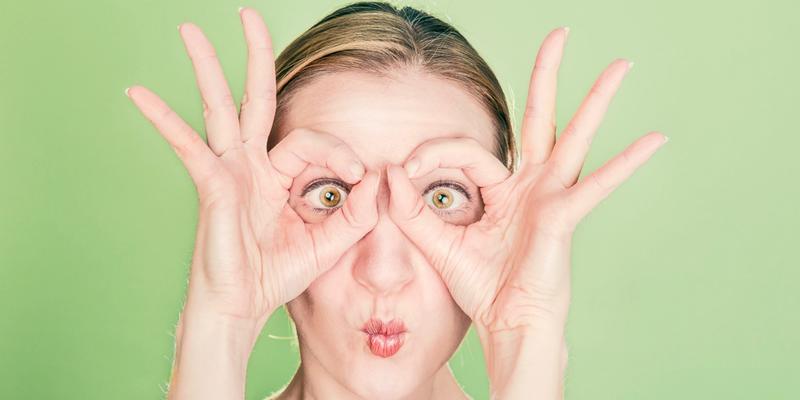 Frau große Augen polyphasisches Schlafen