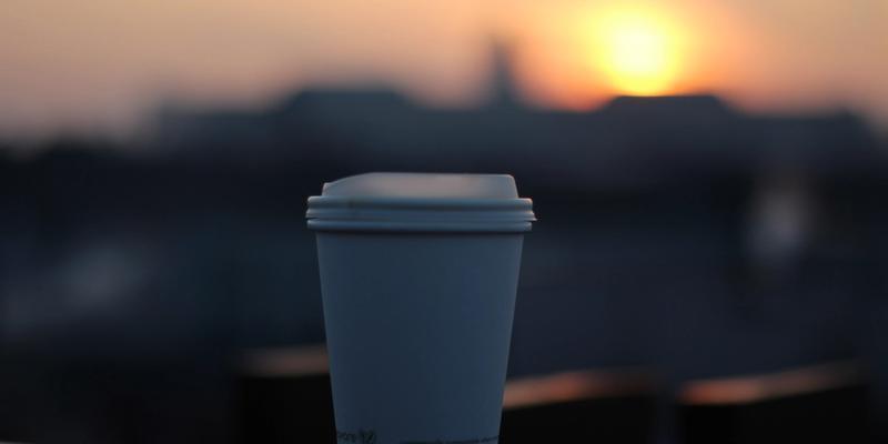 Becher im Sonnenuntergang