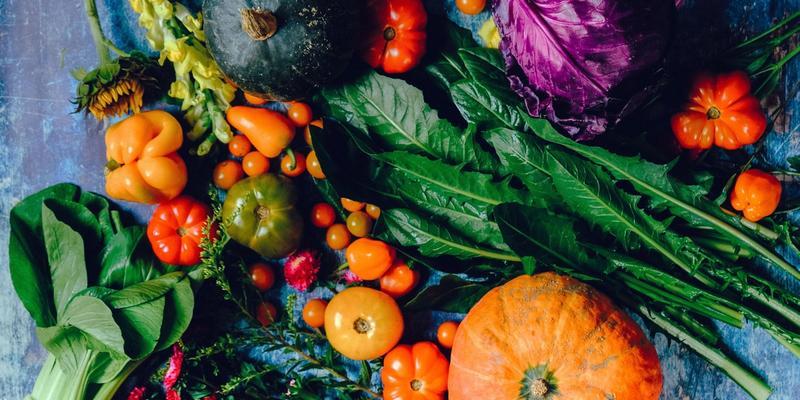 Lebensmittel besser schlafen gesundes Essen bunt