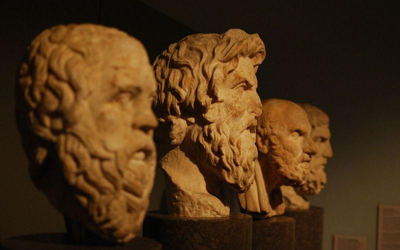 Statuen von griechischen Philosophen: Traumdeutung