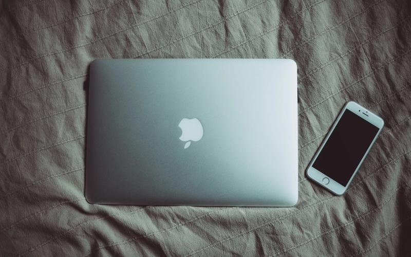Bett Laptop Handy Hitze Schlaf