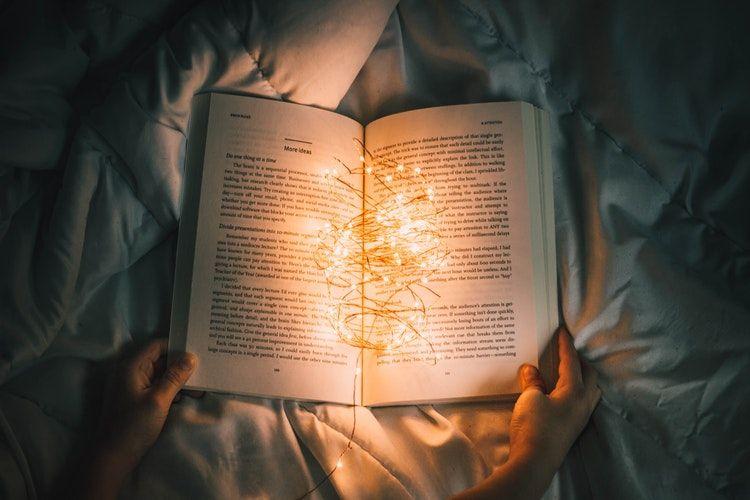 Schlaftipps: Buch im Bett