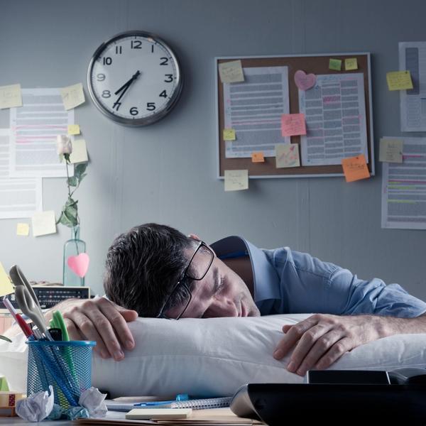 Vor Müdigkeit am Arbeitsplatz einschlafen