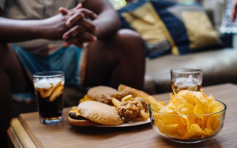 Heißhunger Schlaf Chips Snacks ungesund