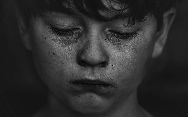 Pavor nocturnus: weinender Junge.