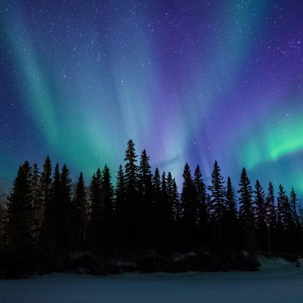 Mystische Polarlichter im Winter