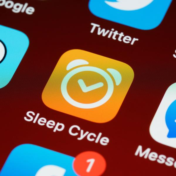 Handydisplay mit der App Sleep Cycle