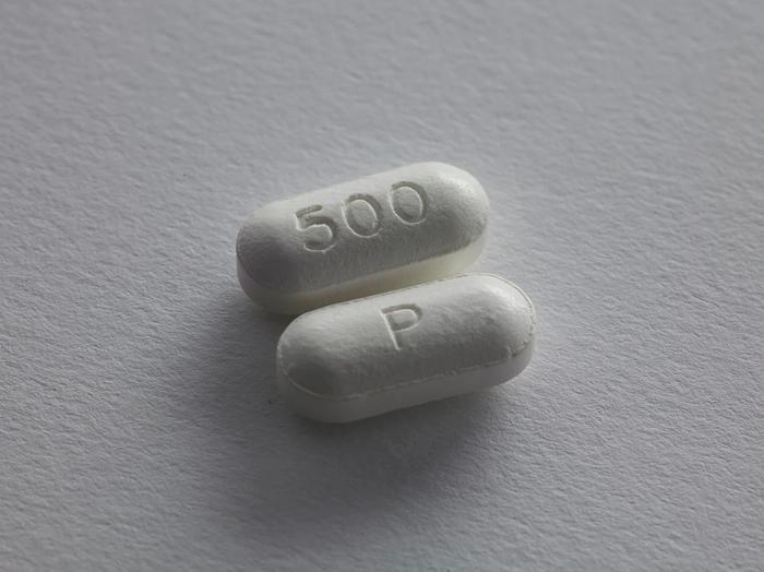 zwei weiße Tabletten