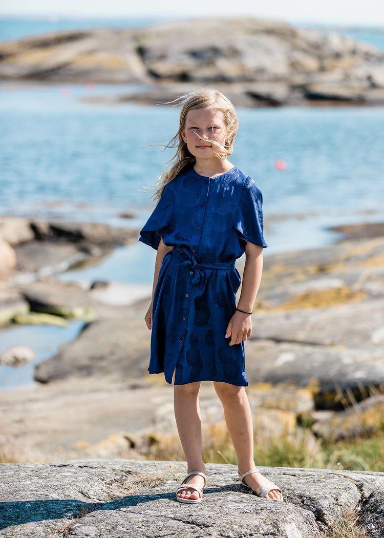 """Product image for """"Tonja Klänning Snäcka Marinblå"""""""