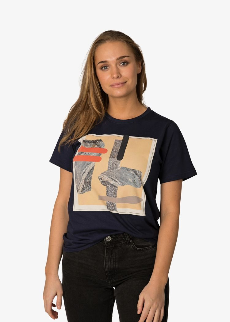 "Product image for ""T-shirt Berg Marinblå"""