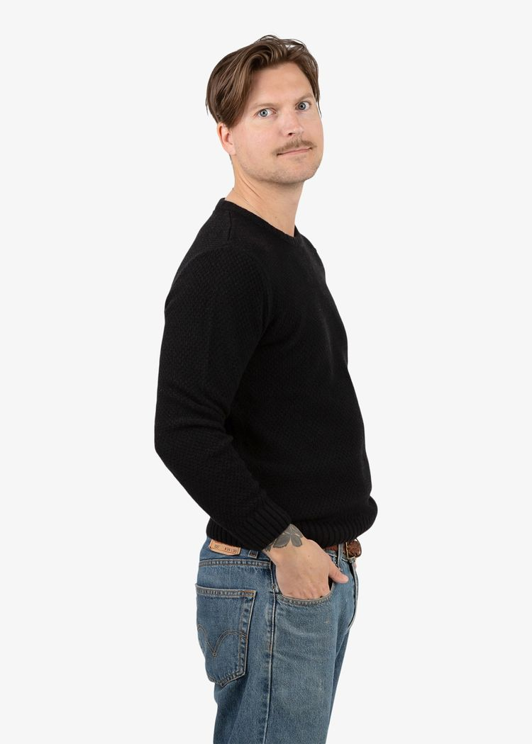 "Secondary product image for ""Viggo Stickad Tröja Svart"""