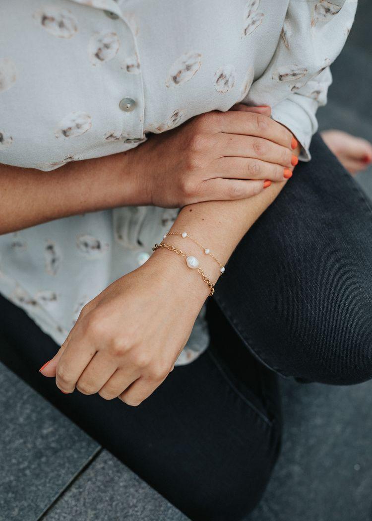 "Secondary product image for ""Armband Kedja Pärla Guld"""