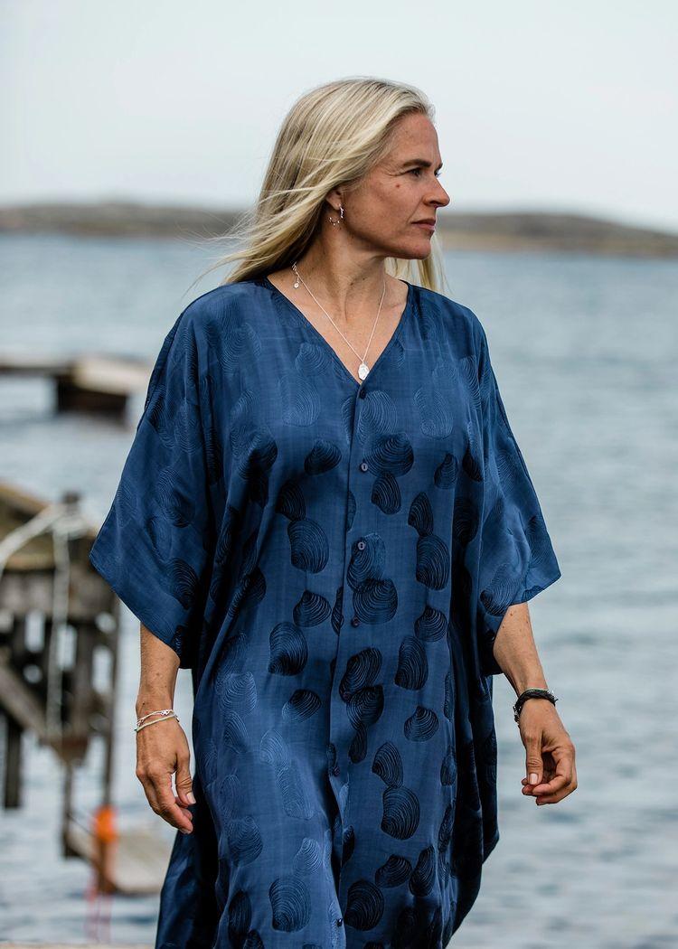 "Secondary product image for ""Leya Kaftan Snäcka Marinblå"""