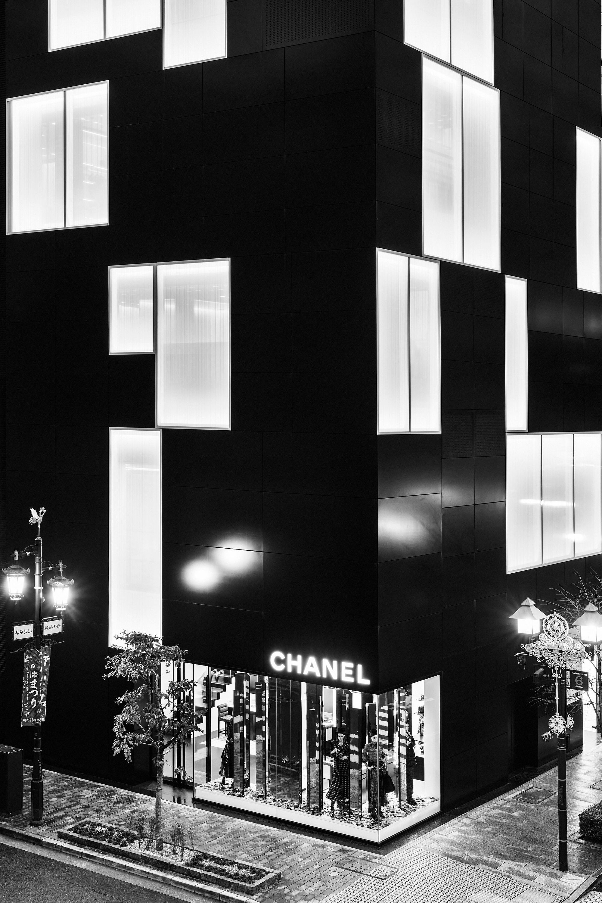 Chanel Namiki Ginza, Manolo Yllera