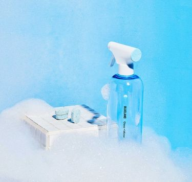 Blueland Glass + Mirror Starter Set: 1 refillable cleaning bottle 3 tablets in foam with blue background