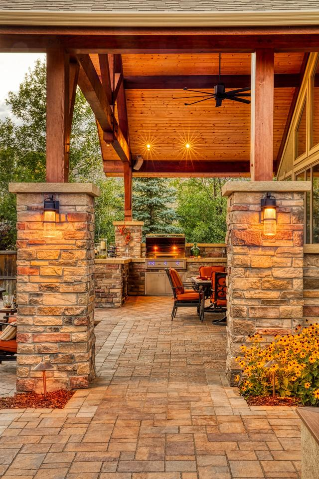 L-shaped Outdoor Kitchen with Sandstone Countertop