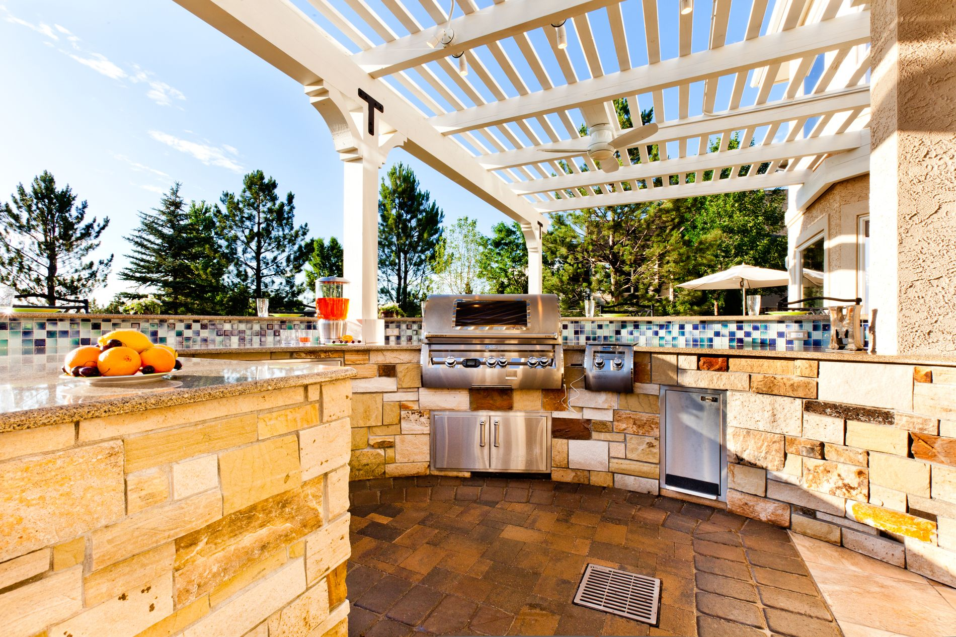 Curved outdoor kitchen with white pergola