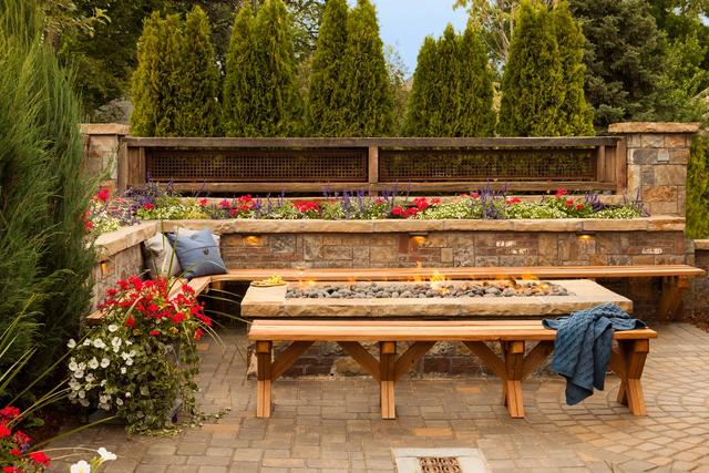 Rectangle Fire Pit with Masonry Seat Wall