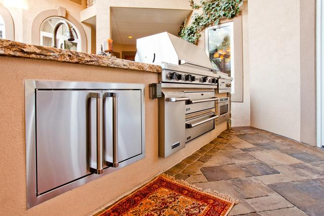 Outdoor Kitchen with Viking Appliances