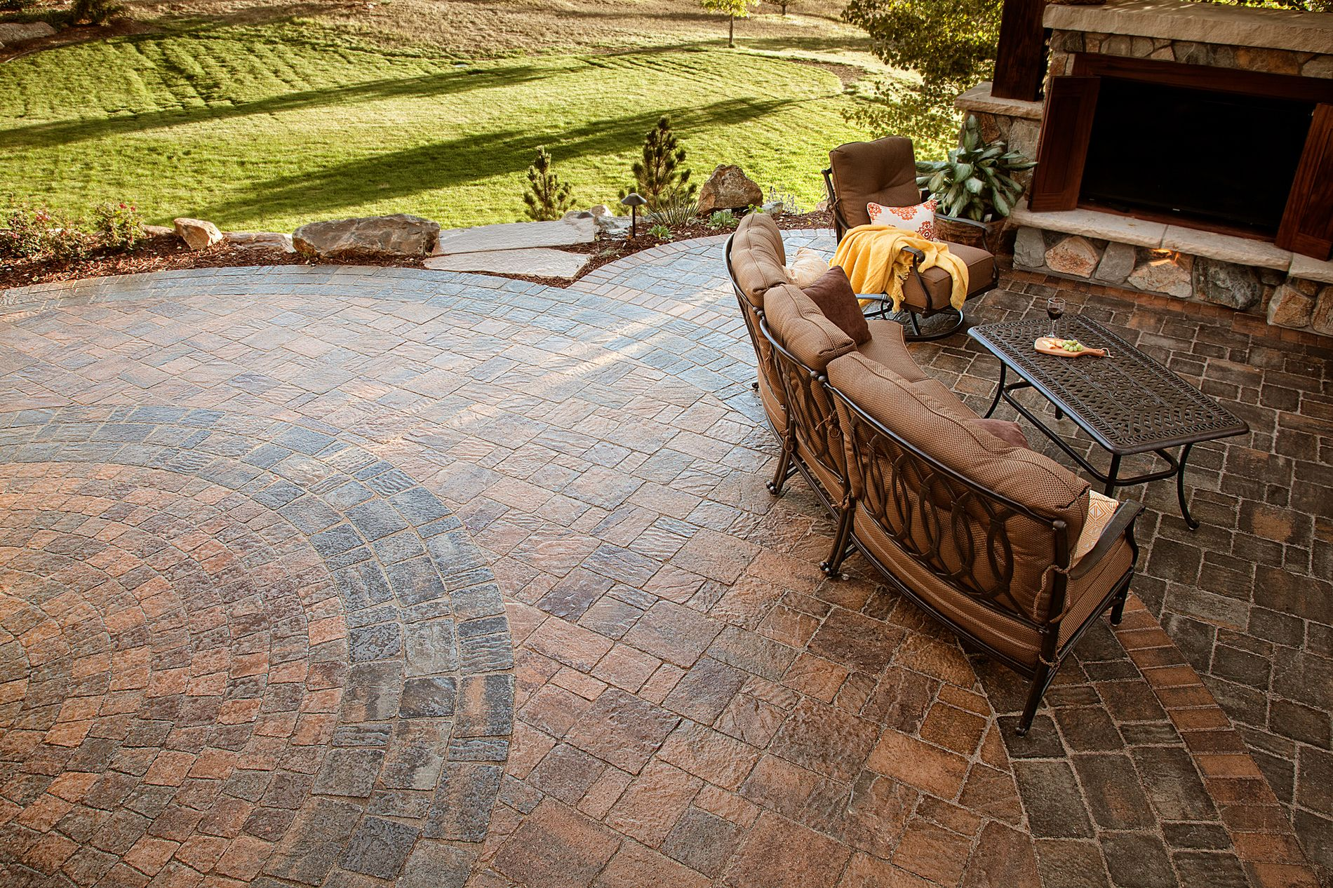 Outdoor living paver patio