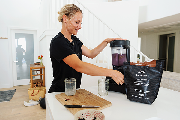 bec making a smoothie | bec wilcock