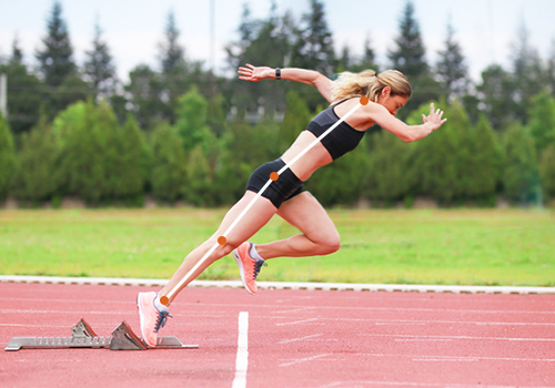 woman starting off a sprint | sprinting tips
