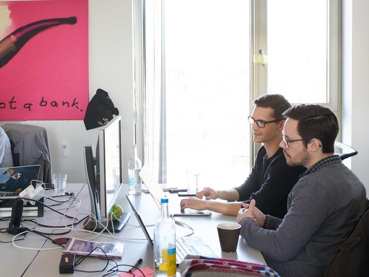 Bild zweier Entwickler beim Pair-Programming