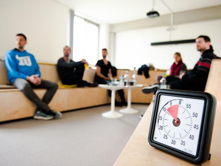 Bild eines Meetings mit einer Timebox