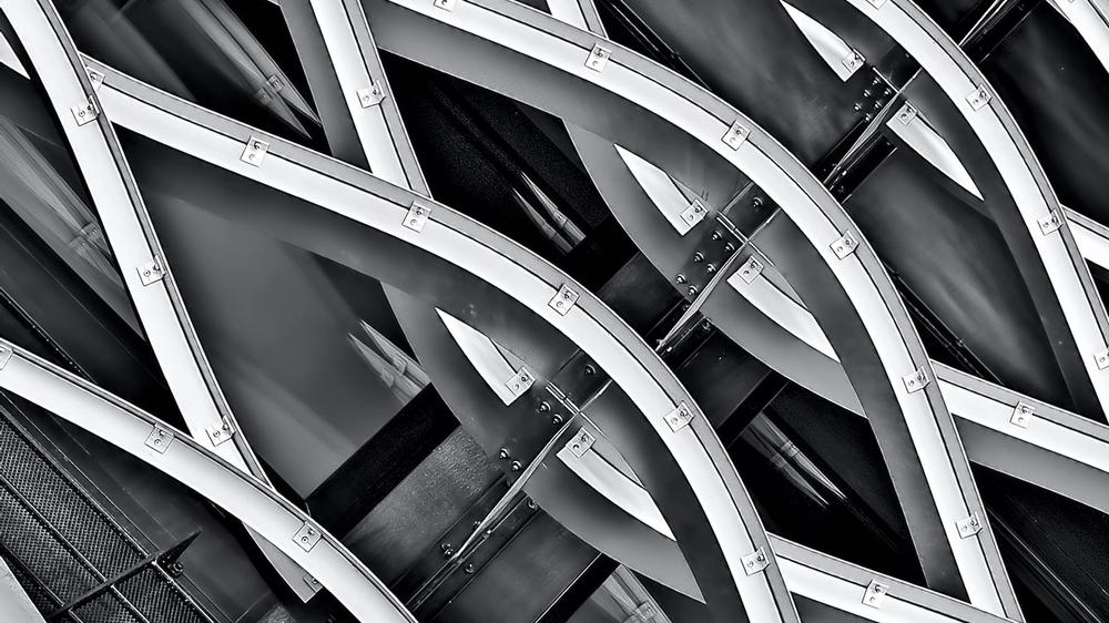 Structured steel waves