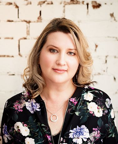 Podcasting & How to Leverage It To Build Authority - Melanie Colling - Podcast - Image - She Mentors