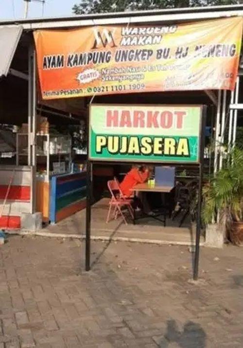 Lapak kuliner kawasan Gedung Harmoni Kota Tangerang