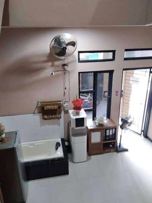 Bangunan 2 lantai untuk tempat usaha / kantor di Pondok Aren Tangerang