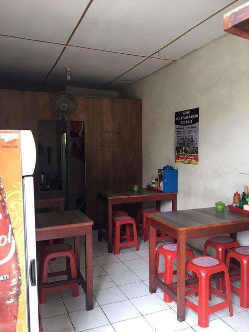 Disewakan kios pinggir jalan di Kodam Bintaro Jakarta Selatan