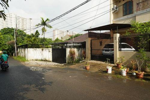 Lapak usaha teras rumah Kebon Jeruk Jakarta Barat