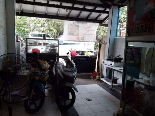 Lapak usaha kuliner di Kelapa Gading Timur Jakarta Utara