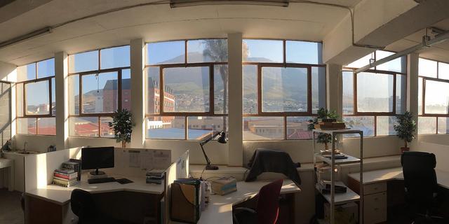 Een werkplek met uitzicht op de Tafelberg! Heel vet, maar ik werkte wel altijd alleen.