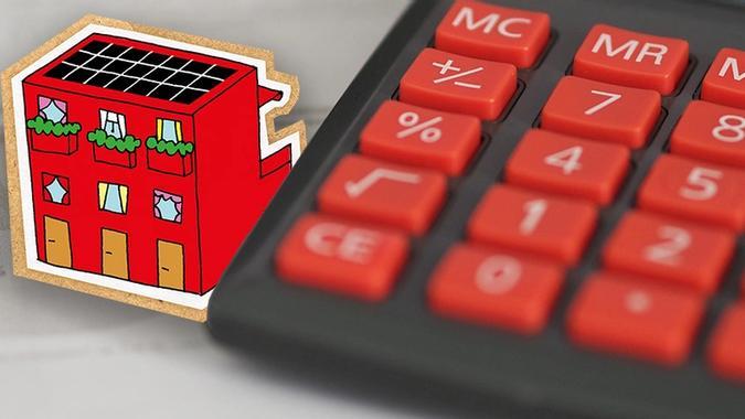Illustrasjon av blokk og huske ved kalkulator