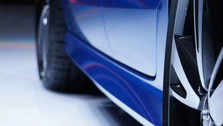 Bil med blå lakk - bilxtra