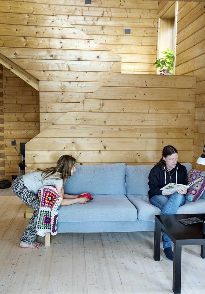 blå sofa i en stue