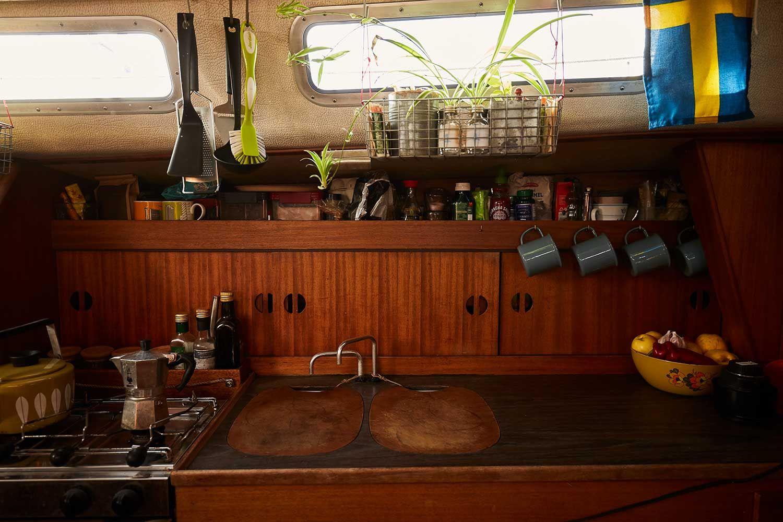 kjøkkenet til en seilbåt